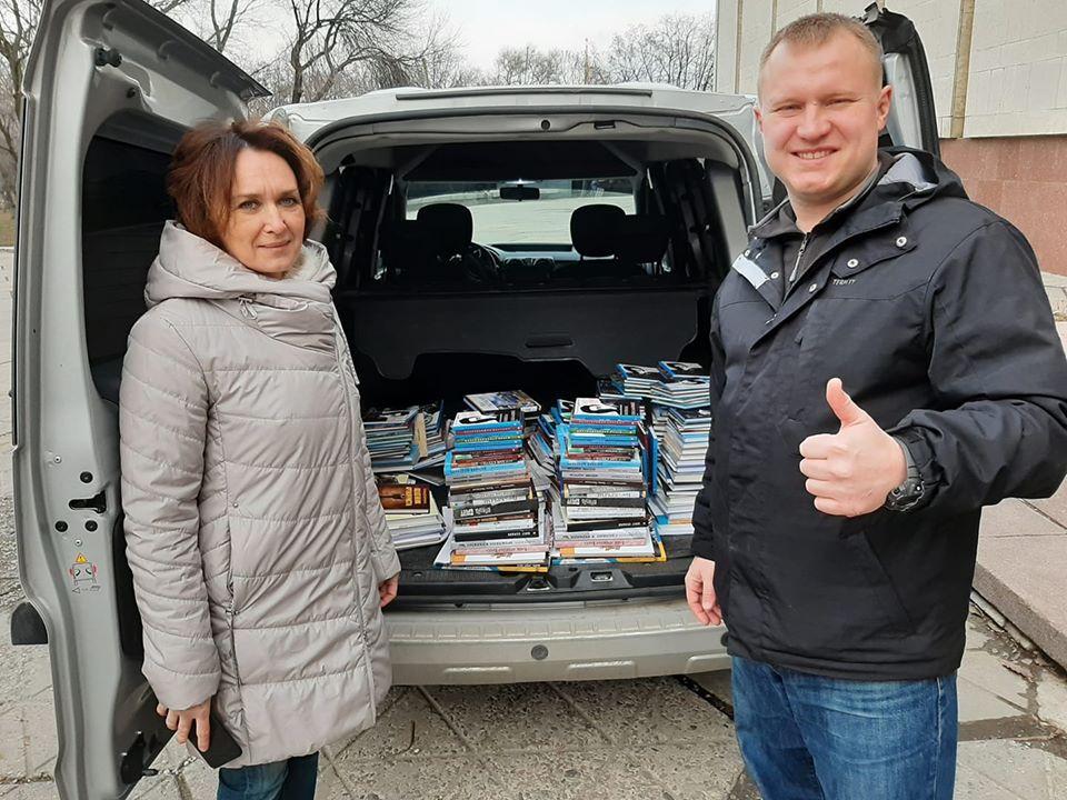 Музей АТО передав до бібліотек та навчальних закладів Дніпропетровщини близько 5 тисяч книжок
