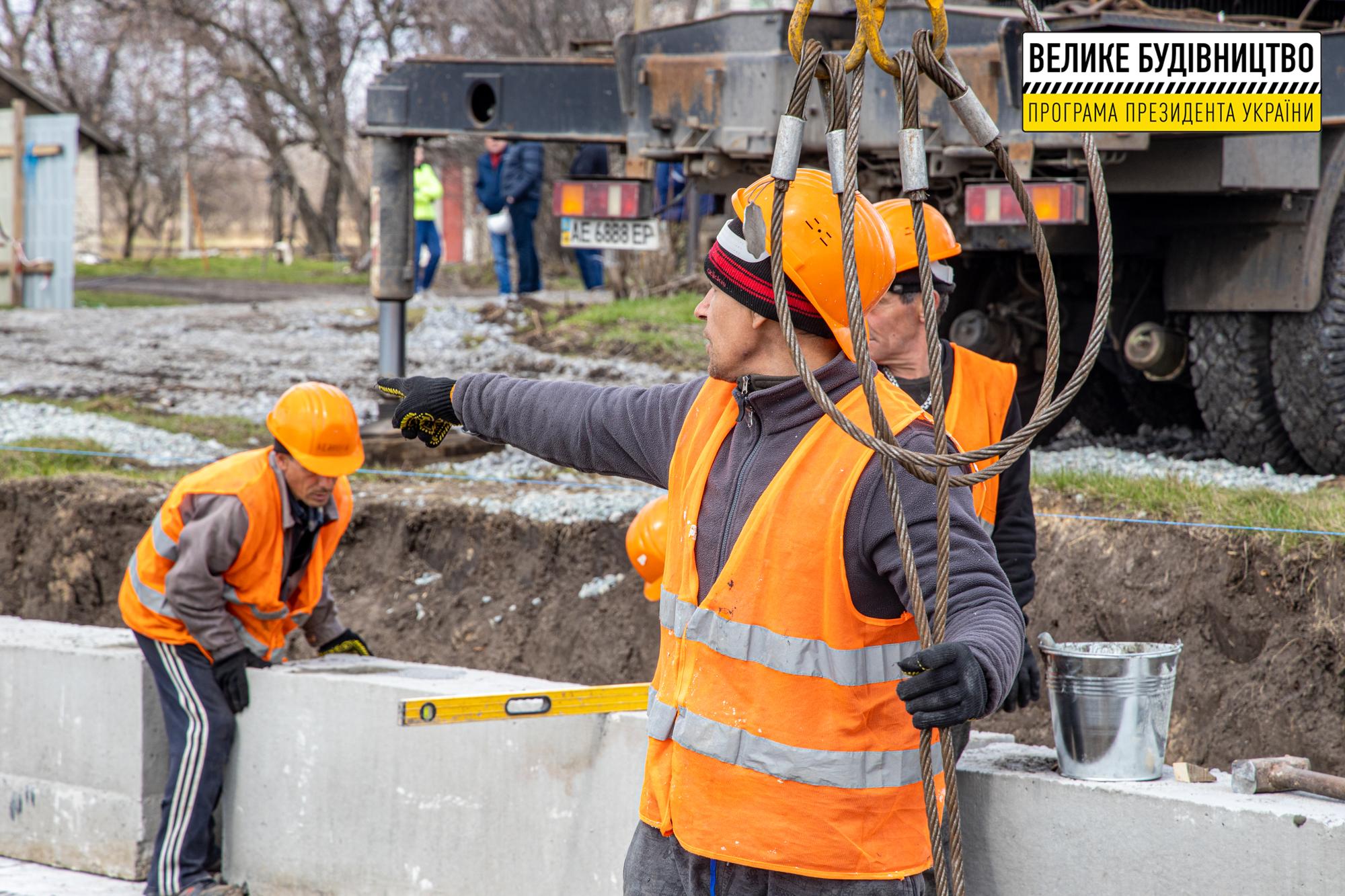 Будівельники працюють, місцеві – з нетерпінням чекають на відкриття