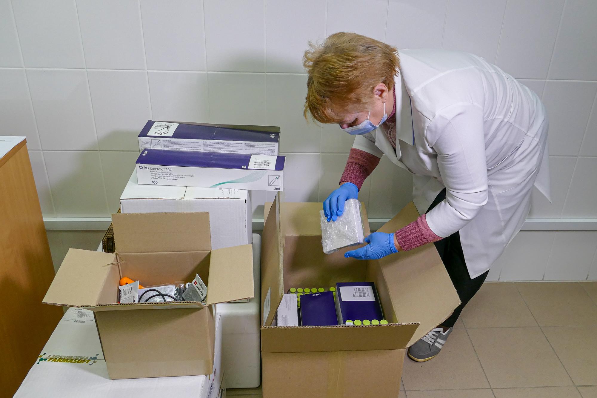 У комплекті – розчини для розведення, шприці, коробки для безпечної утилізації відходів