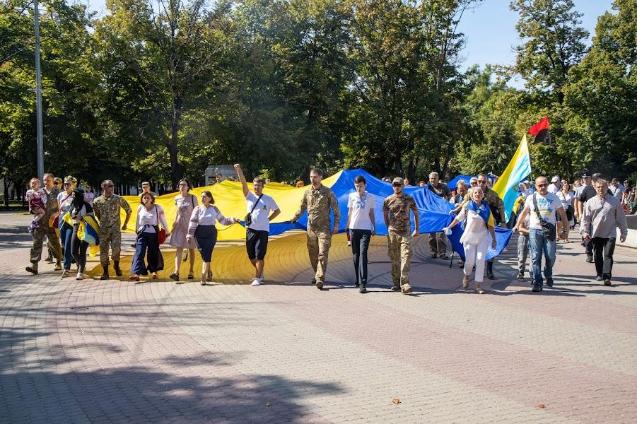 АТОвці пройшли ходою із великим синьо-жовтим стягом