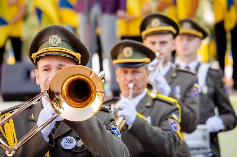 Військовий оркестр виконував марші