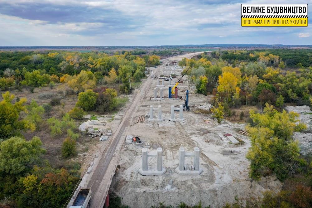 Монтують унікальну для України естакаду
