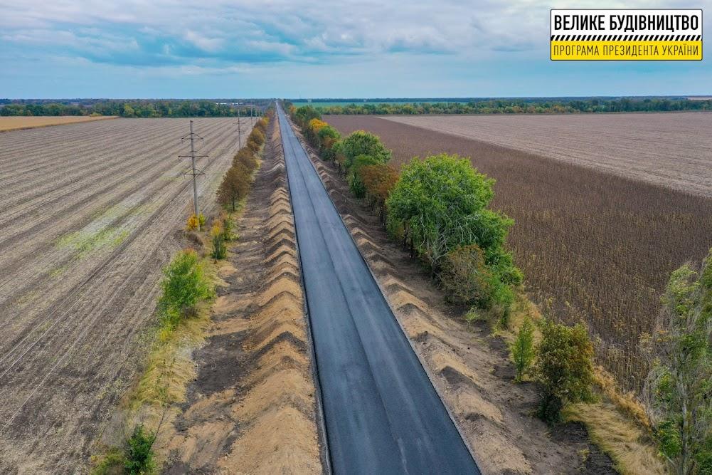 На Дніпропетровщині оновлюють дорогу Т-04-13