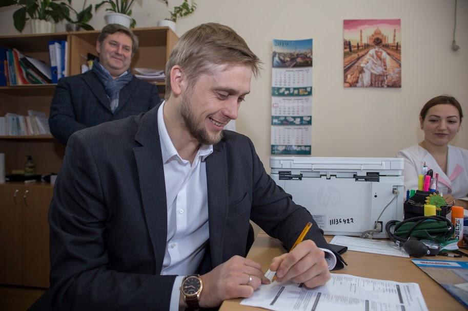 Вже пройшов процедуру голова ОДА Олександр Бондаренко