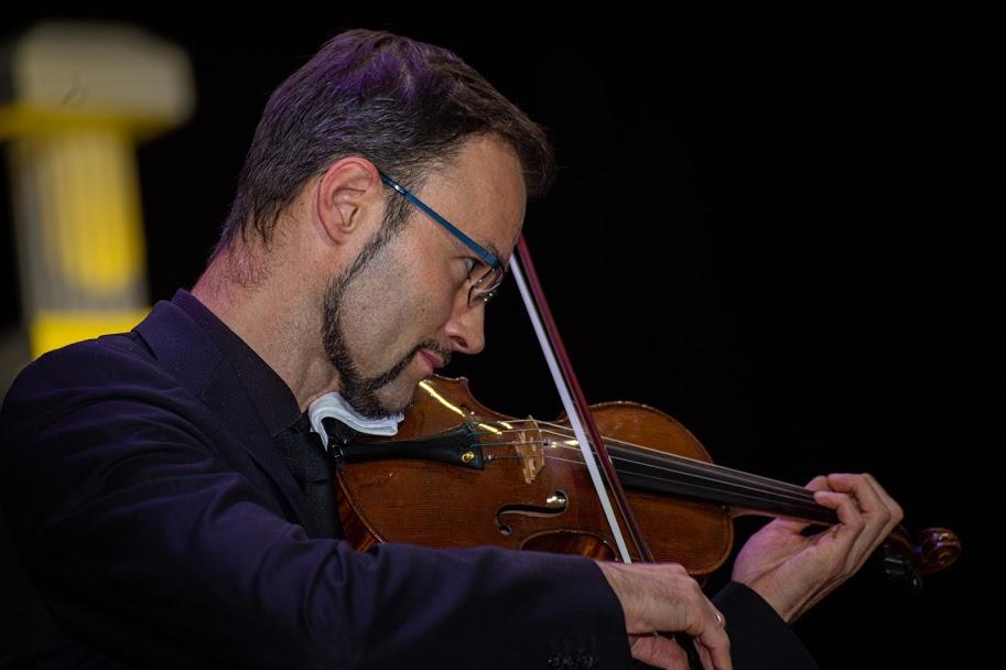 «На сцені музика об'єднує оркестр зі слухачами. У цю мить ми всі відчуваємо неймовірні почуття», – Георг Еггнер