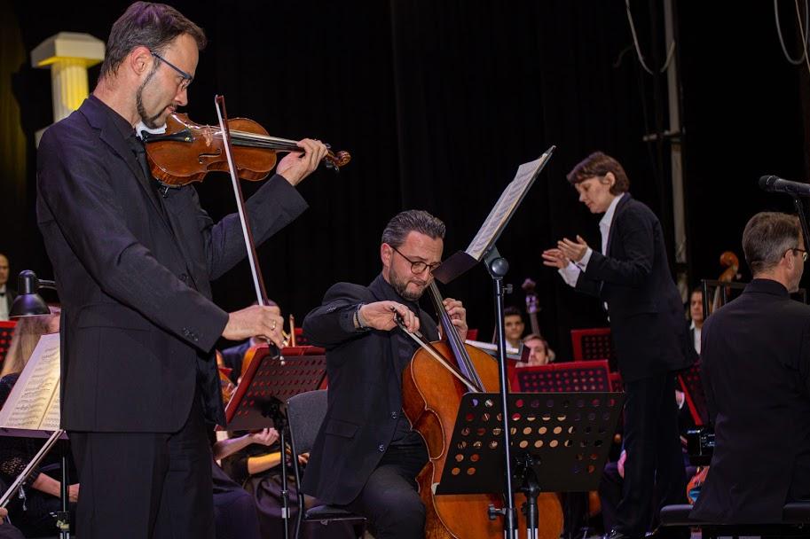 «Першу скрипку» на сцені грало тріо братів Еггнер із Австрії
