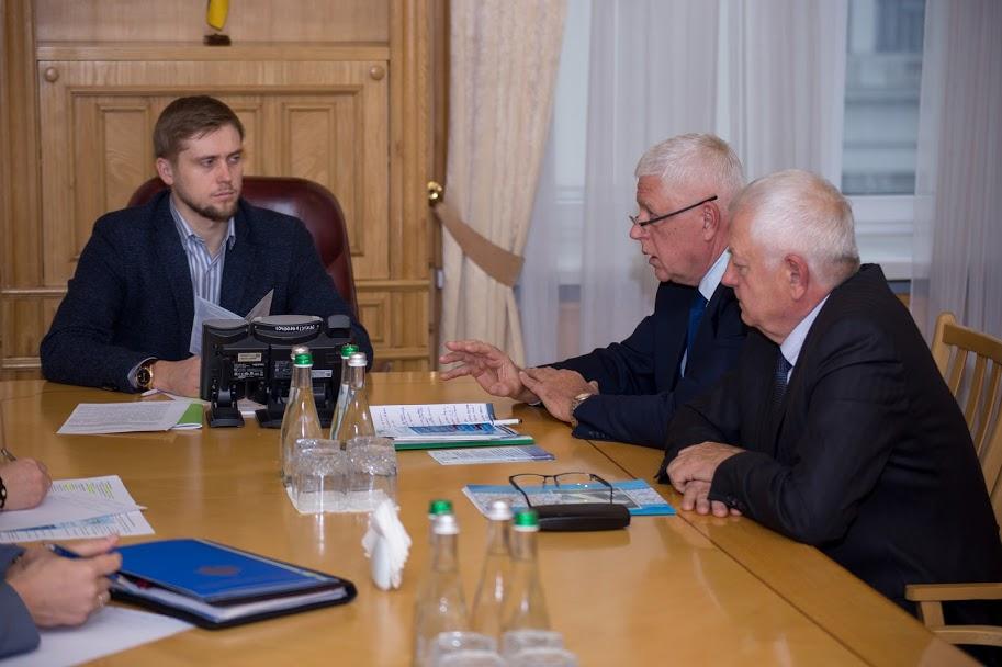 «Маємо об'єднати зусилля задля розвитку і процвітання Дніпропетровщини», – підкреслив голова Дніпропетровської облдержадміністрації Олександр Бондаренко