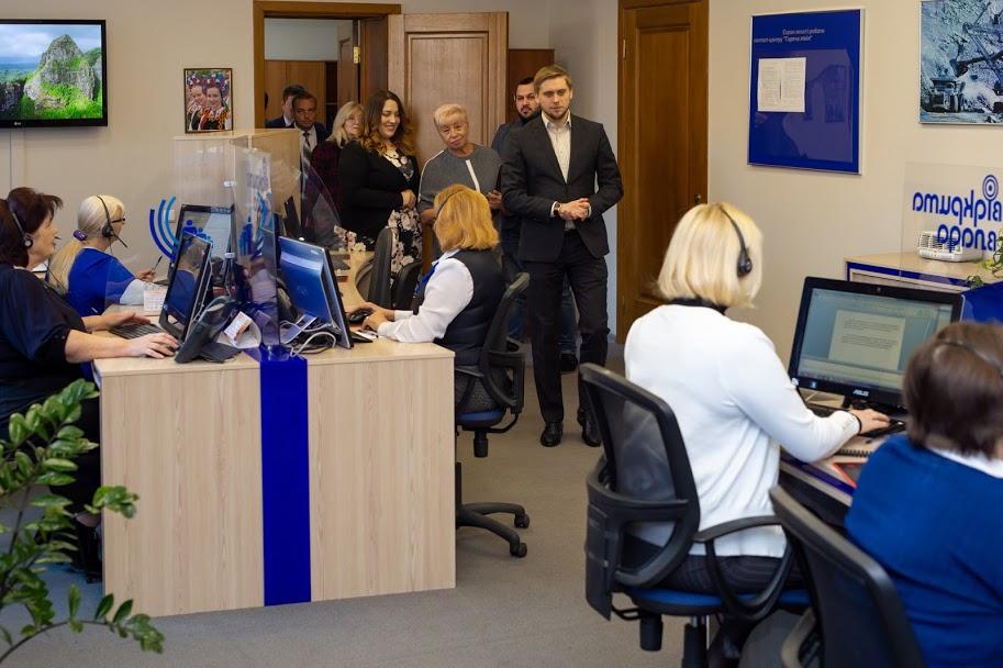 Як працює контакт-центр Дніпропетровської ОДА перевірив очільник області Олександр Бондаренко