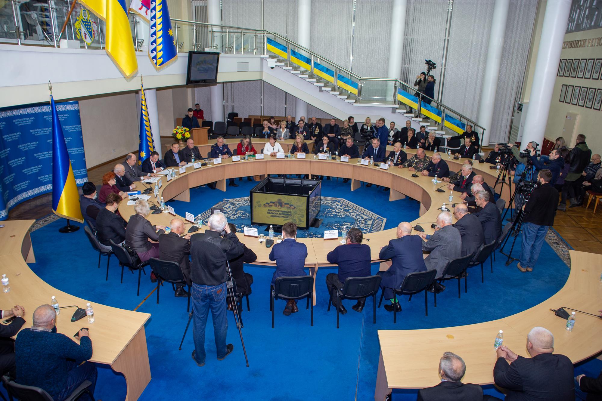 У Дніпропетровській облдержадміністрації зібралися активісти Чорнобильського руху…