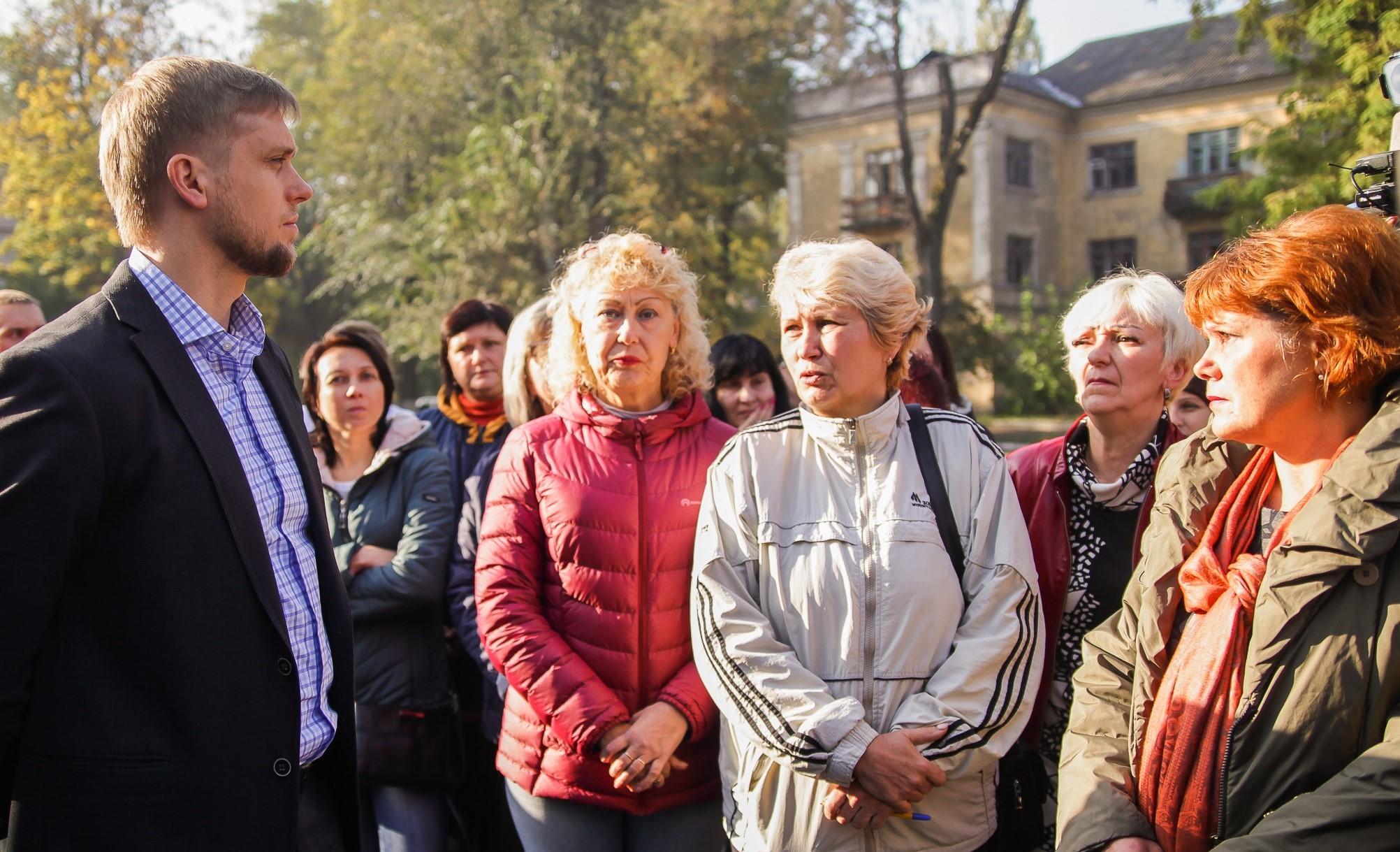 Із батьками зустрівся голова Дніпропетровської ОДА Олександр Бондаренко
