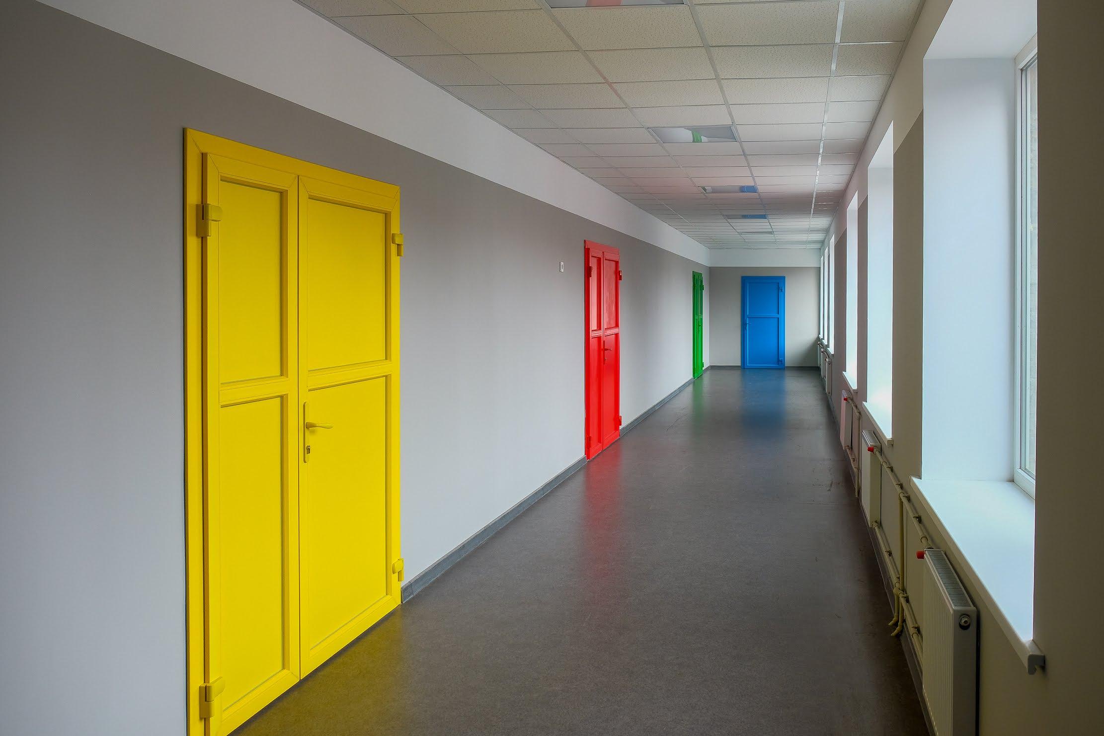 На другому поверсі – новенький кабінет історії, шкільний музей та бібліотека