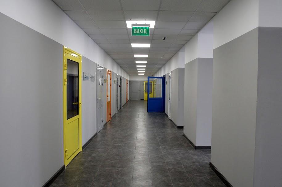 Всередині – осучаснені коридори,..
