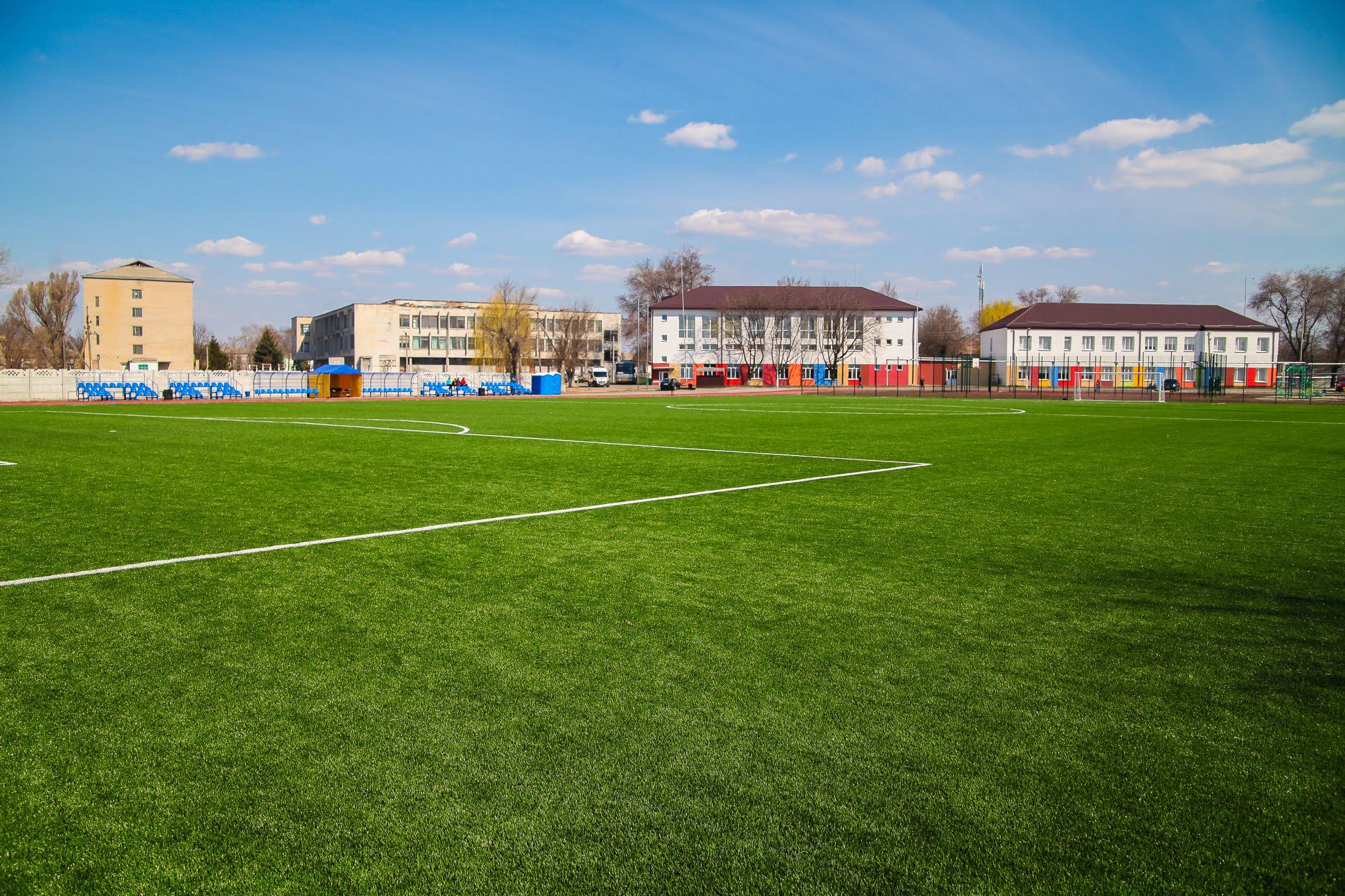 Біля петриківської опорної школи – новий стадіон