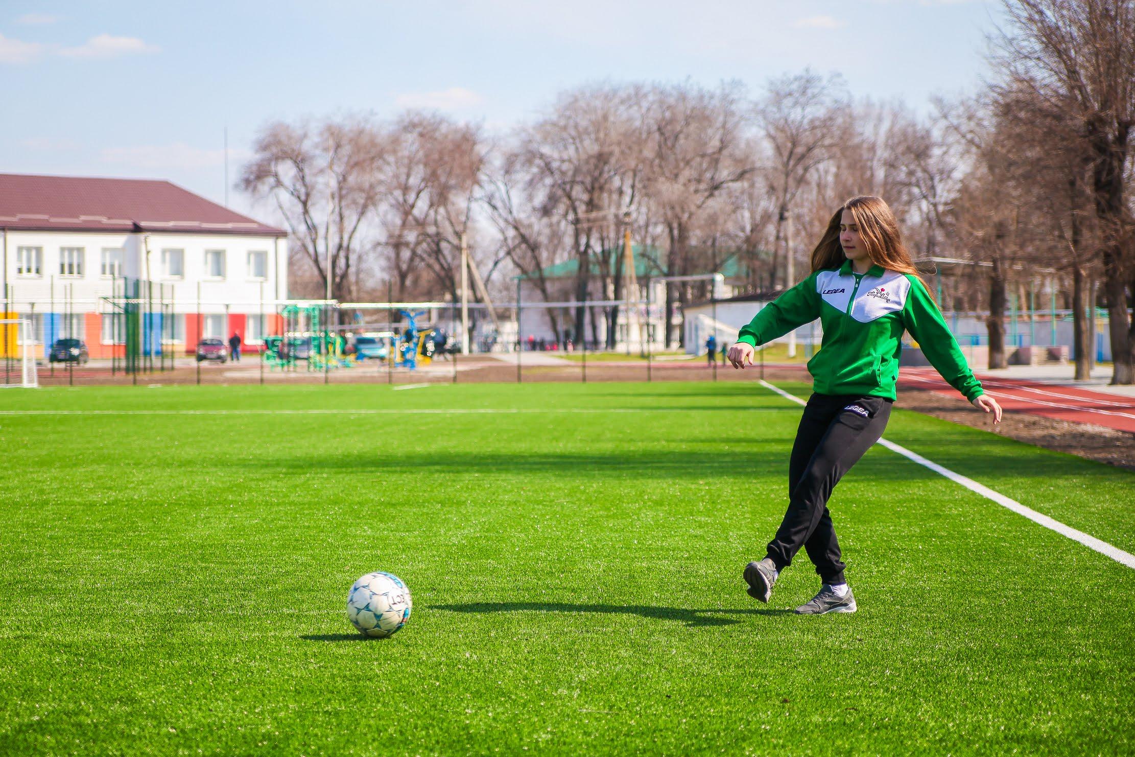 Десятикласниця Анастасія Немець професійно займається футболом
