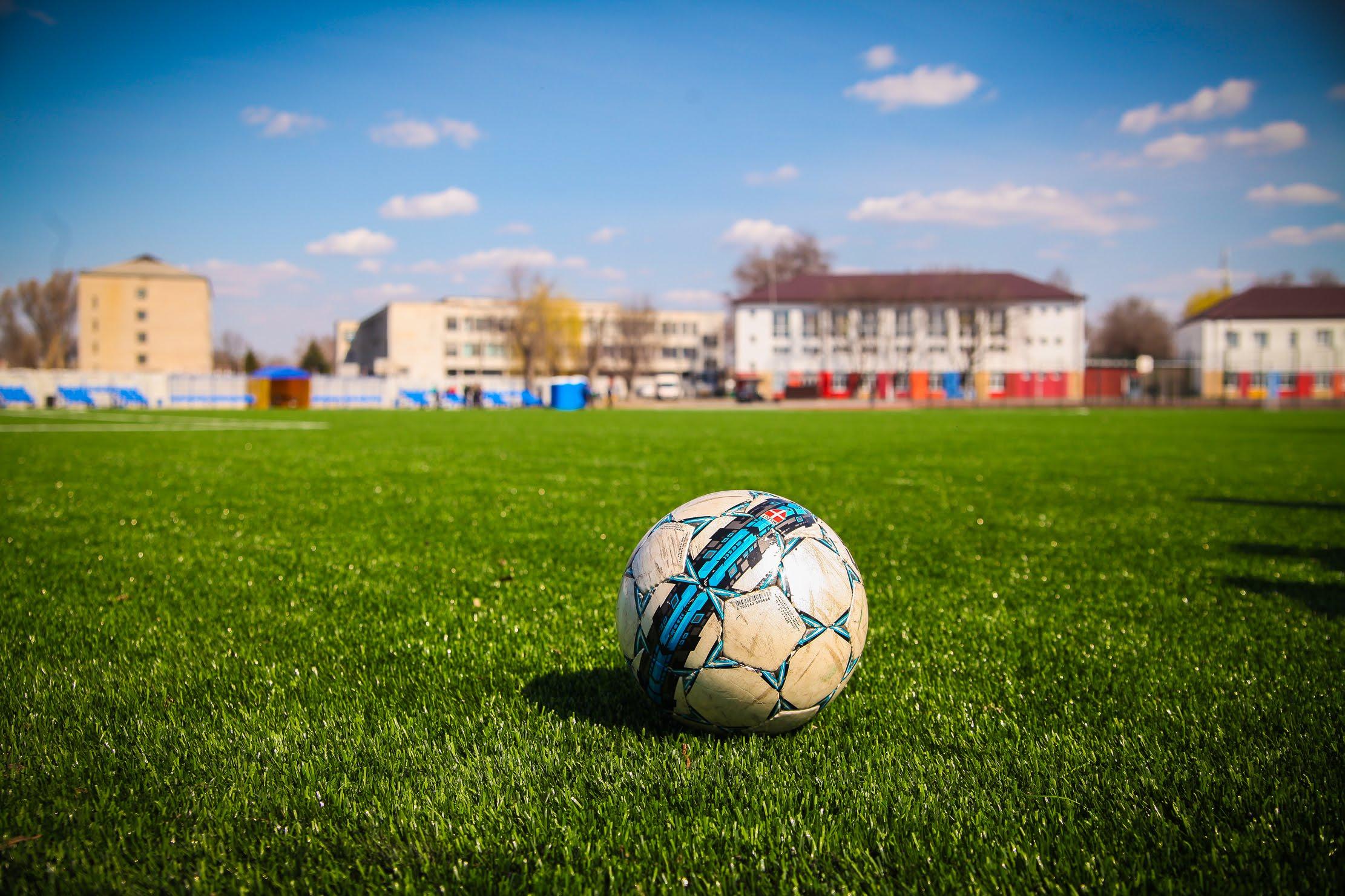 Його головна прикраса – велике поле для футболу