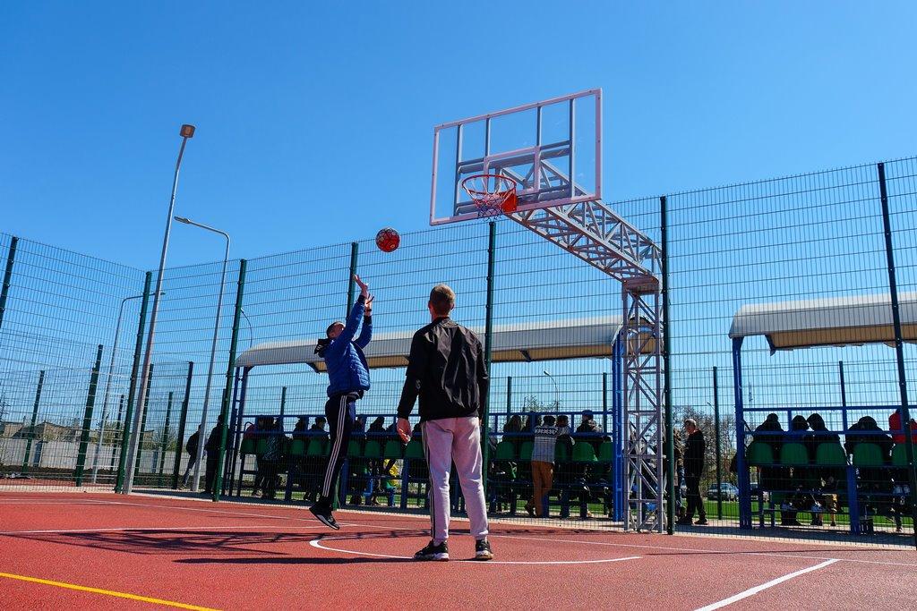 …баскетбольне поля,