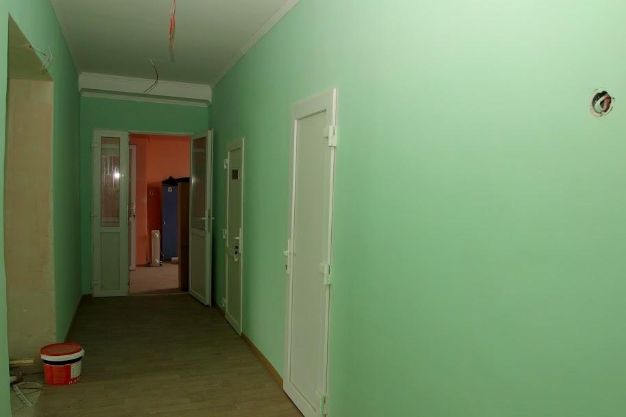 Будівельники осучаснюють коридори,..