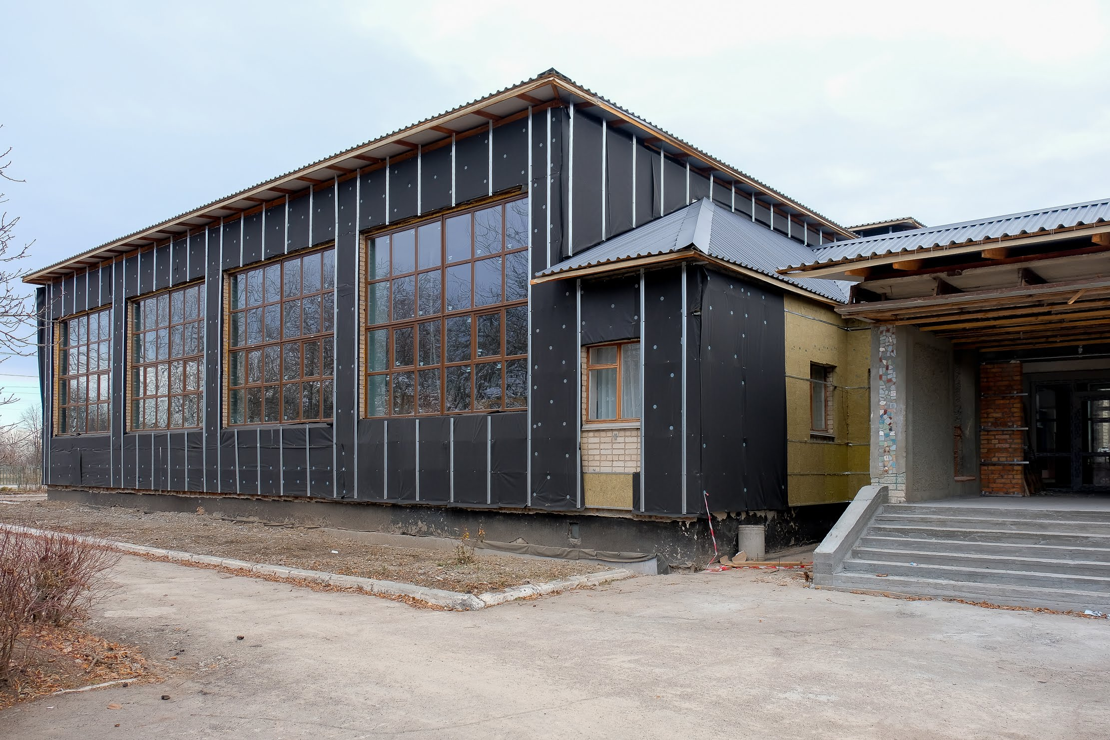 Школу обшиють яскравим енергоефективним фасадом.