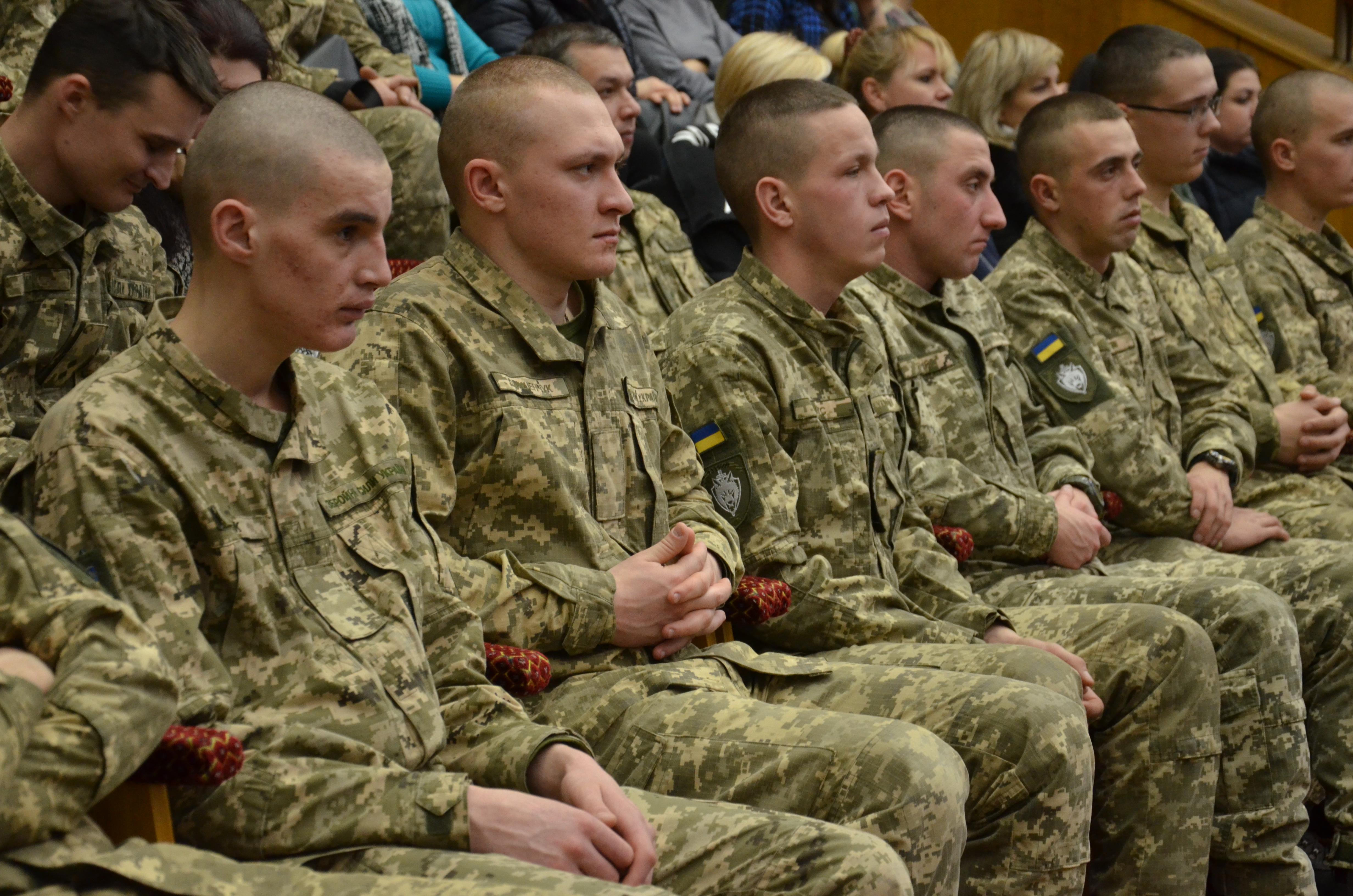 Ще майже 60 військових отримали почесні відзнаки…