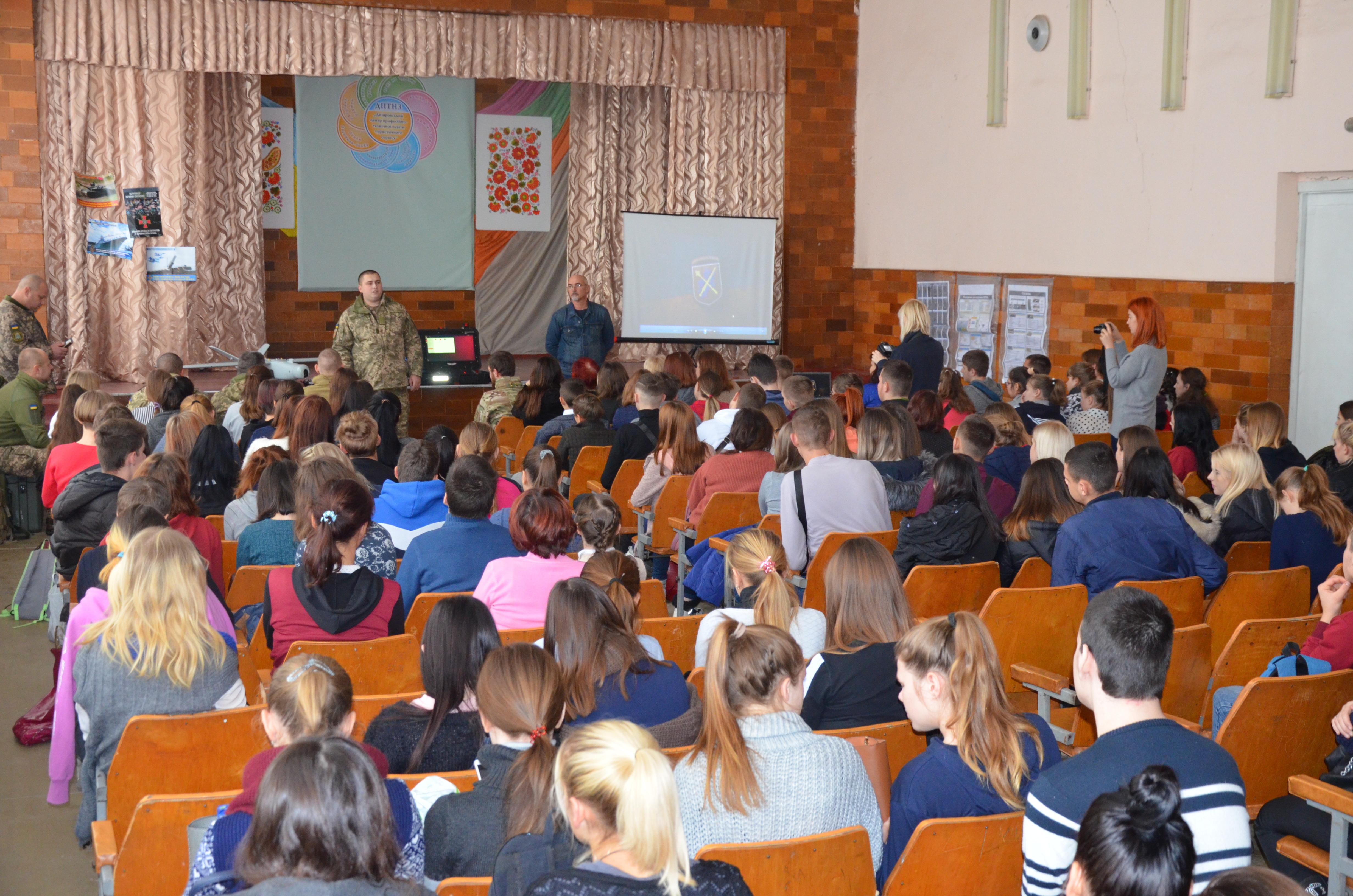 Школи Дніпропетровщини можуть долучитися до проєкту з національно-патріотичного виховання