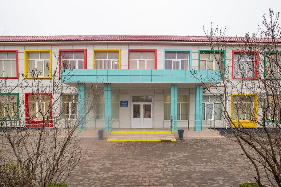 Опорна школа у Карпівці яскрава та сучасна