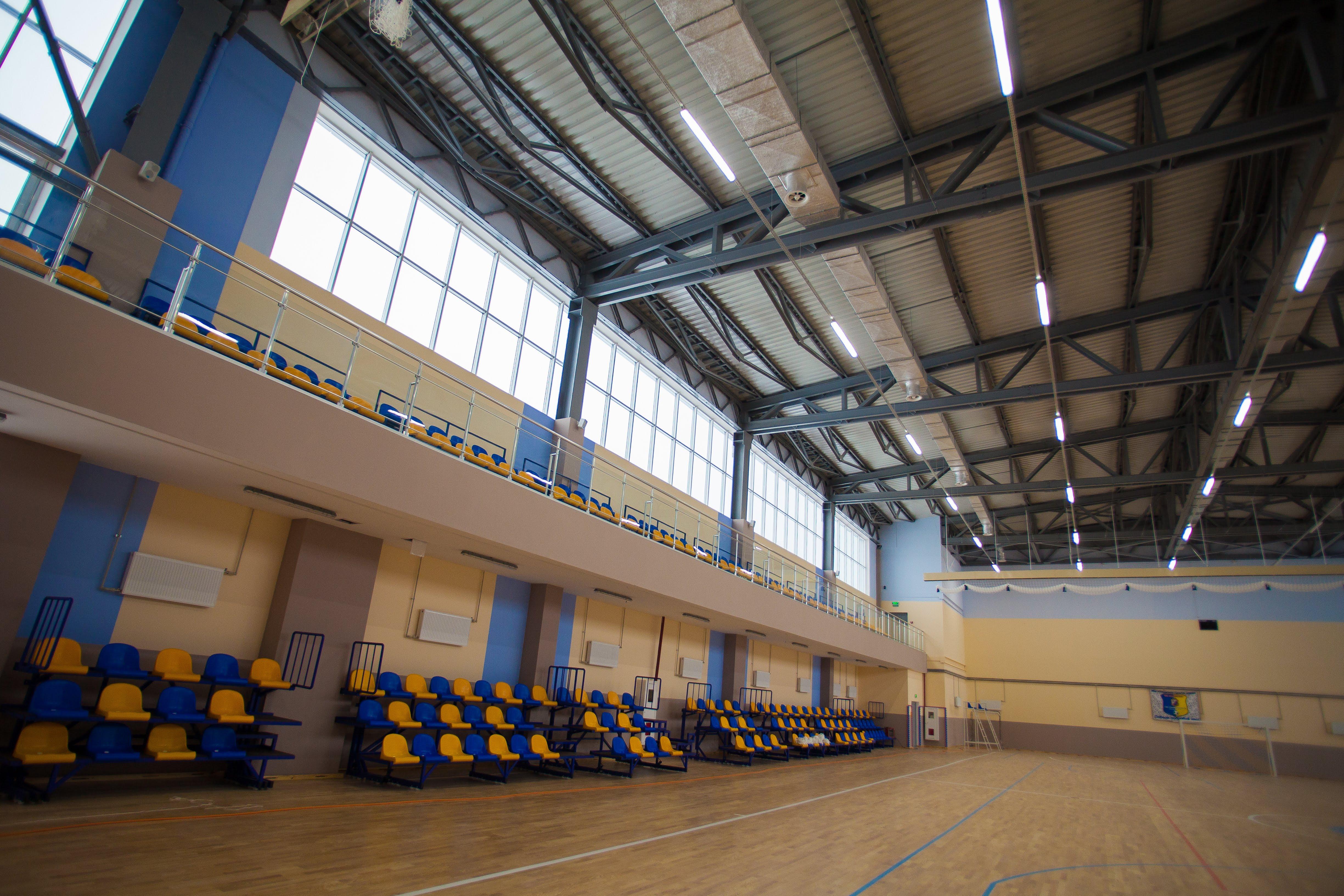 ..із величезною залою для різних видів спорту