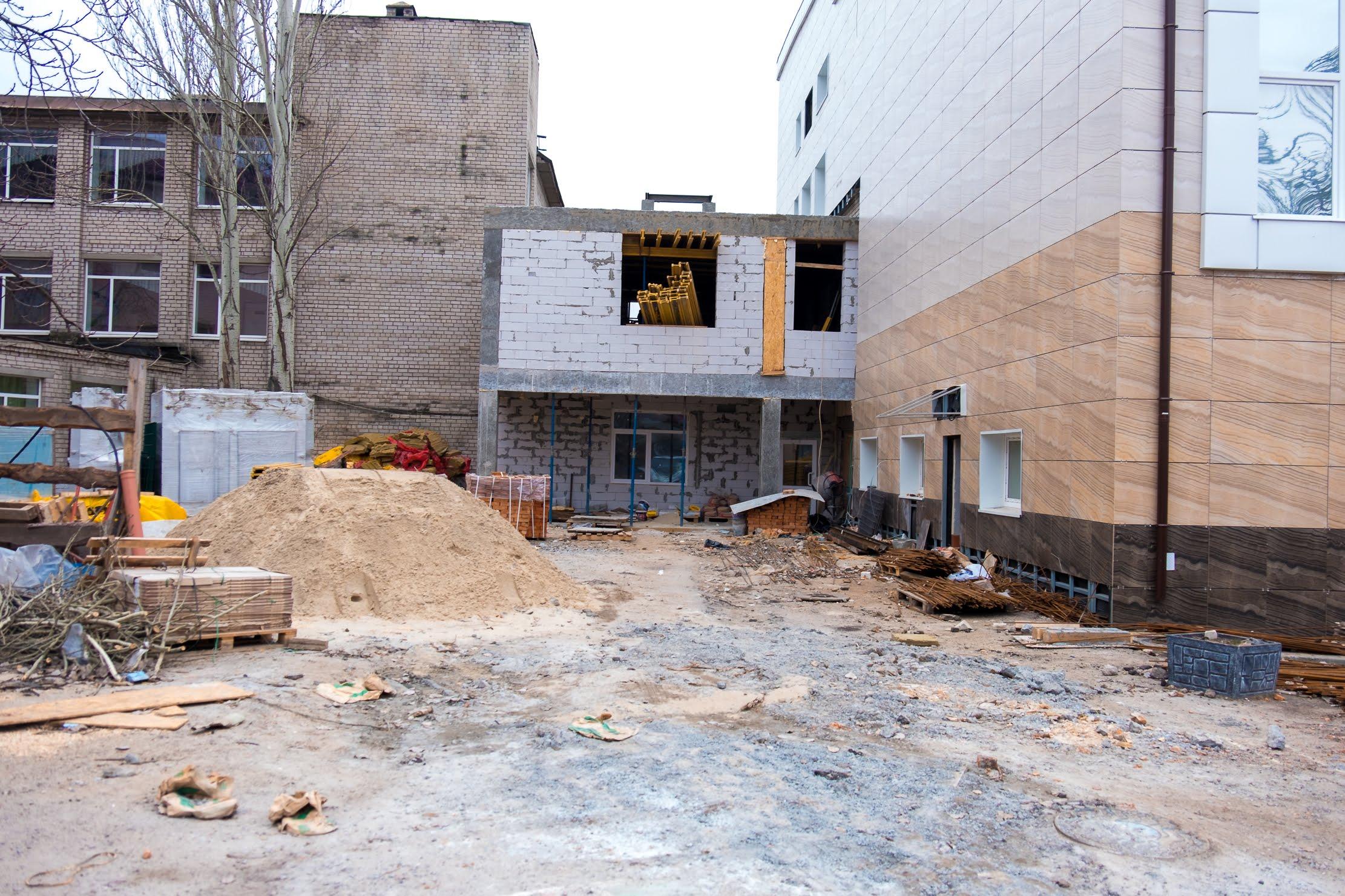 Ремонтують будівлю, яка понад 20 років була в аварійному стані