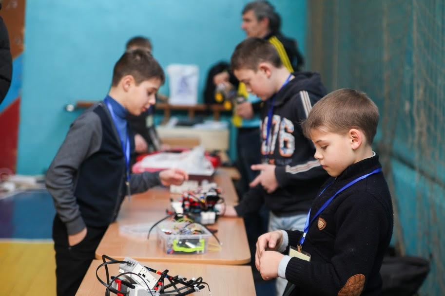 У Дніпрі відбулися перші обласні змагання з робототрафіку