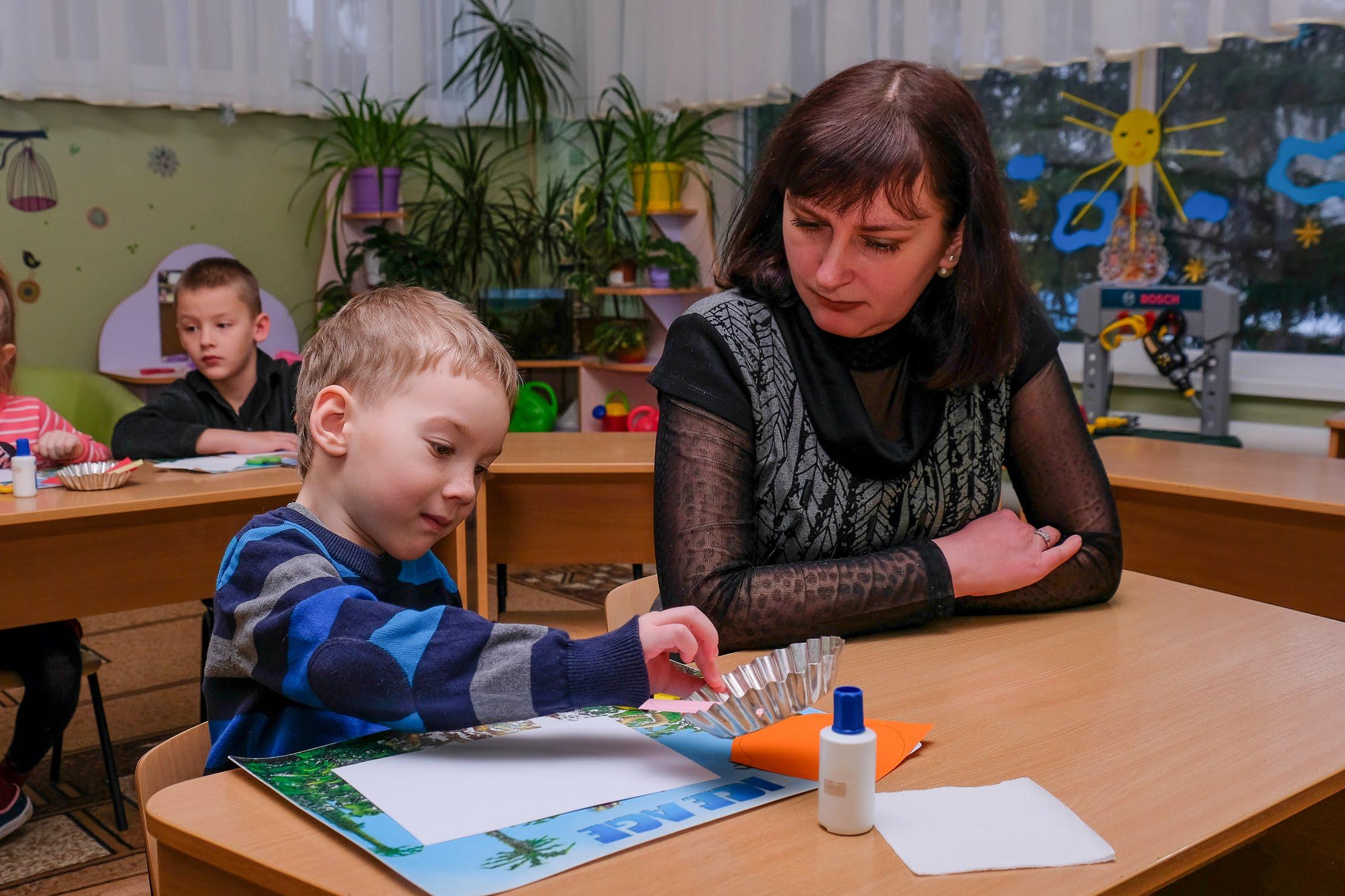 Додатково із «особливими» дітьми працює команда корекційних спеціалістів