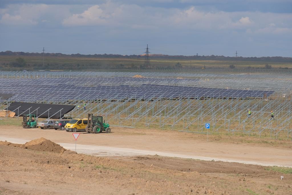 Найпотужнішу в Україні сонячну електростанцію будують біля Старозаводського