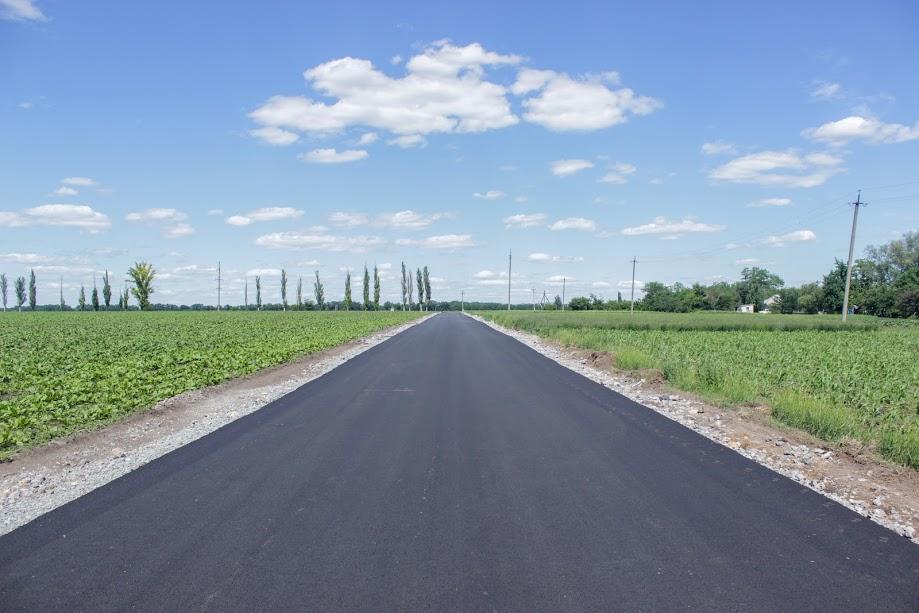 Відтепер із якісним покриттям – дві дороги у Миколаївці