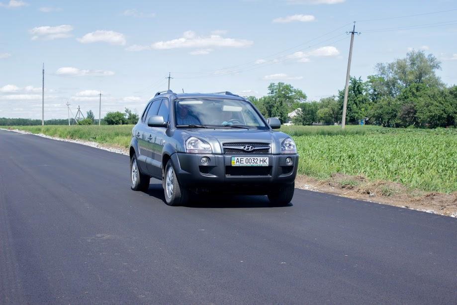 Відтепер завдяки новому якісному покриттю авто їздитимуть околицею села
