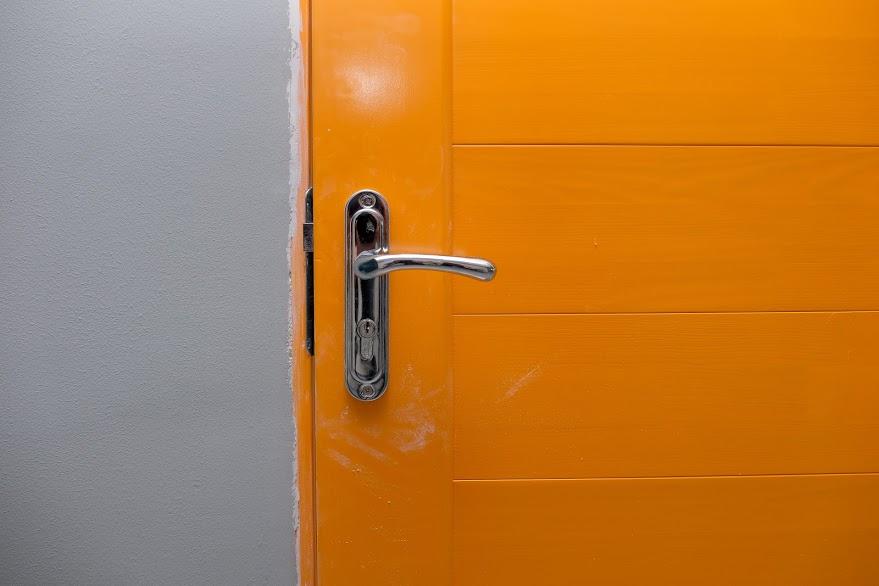 Деякі класи вже з новенькими кольоровими дверима
