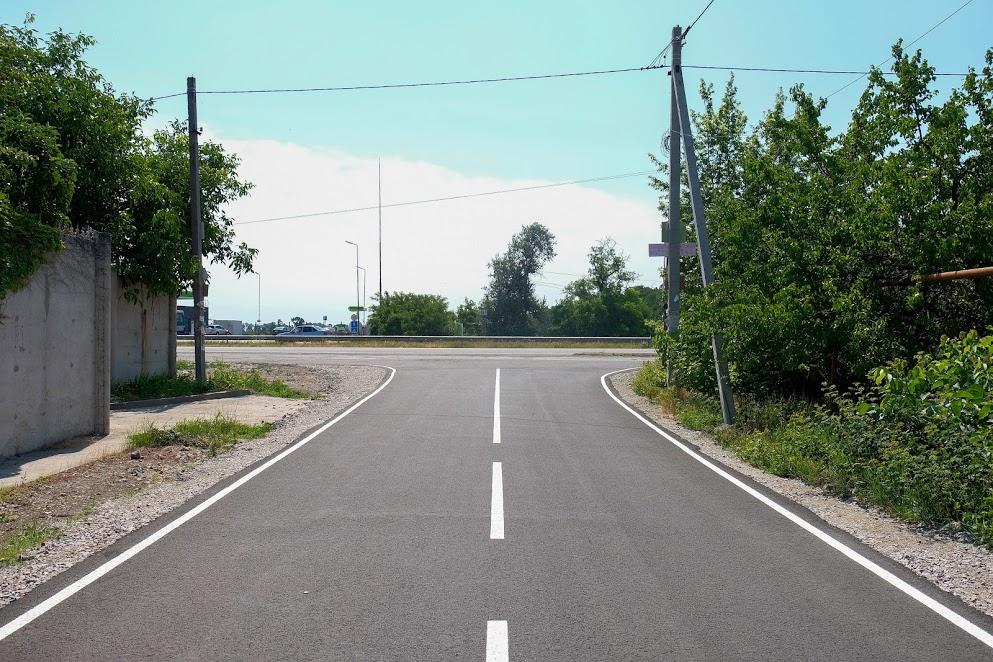 Дорога – на самісінькому краю села