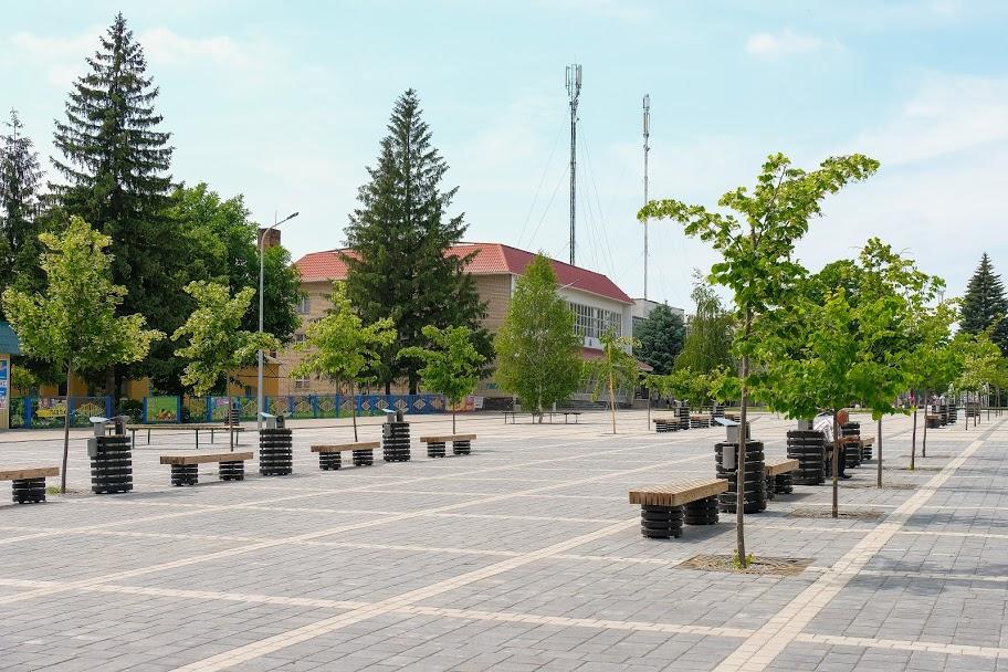 Дніпропетровська ОДА реконструювала центральну площу в Криничках