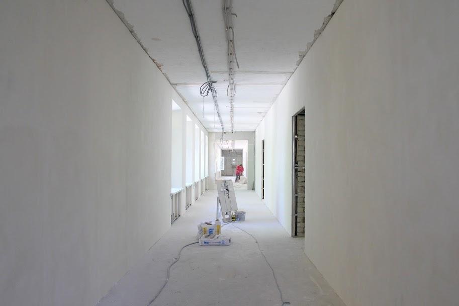 ..у коридорах..