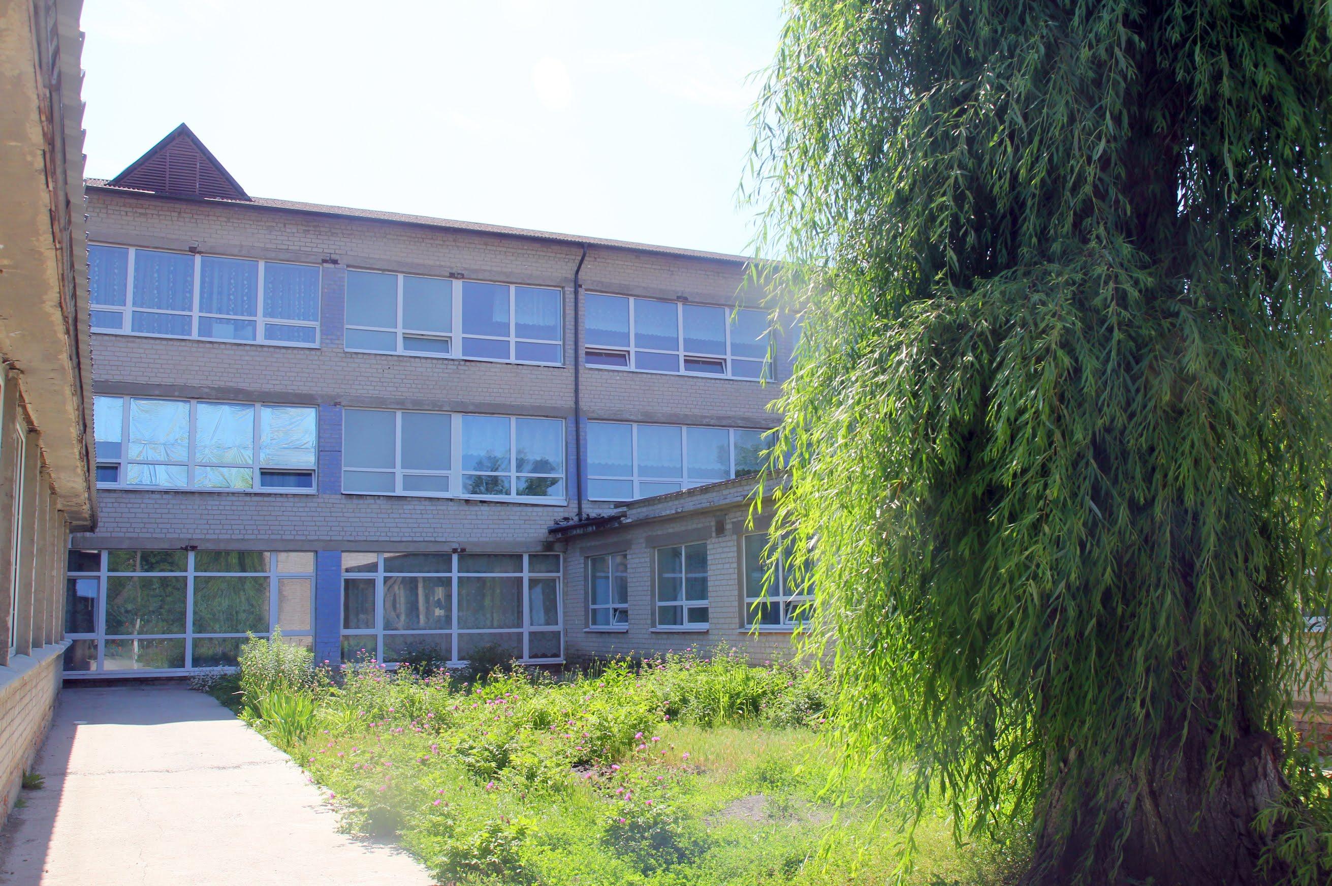 Загальна площа школи – 3,5 тис. квадратів.