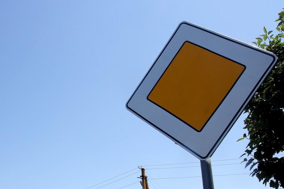 ..дорожніми знаками