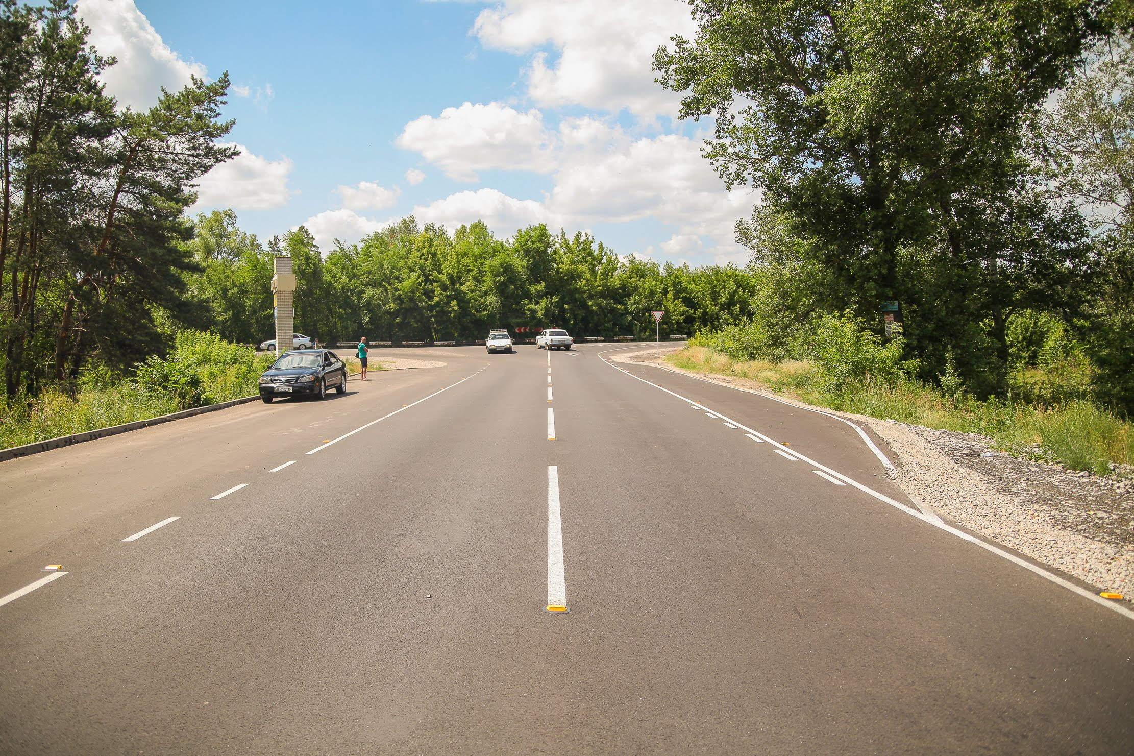 Автошлях Вільне-Гвардійське з'єднує чотири населені пункти Новомосковського району