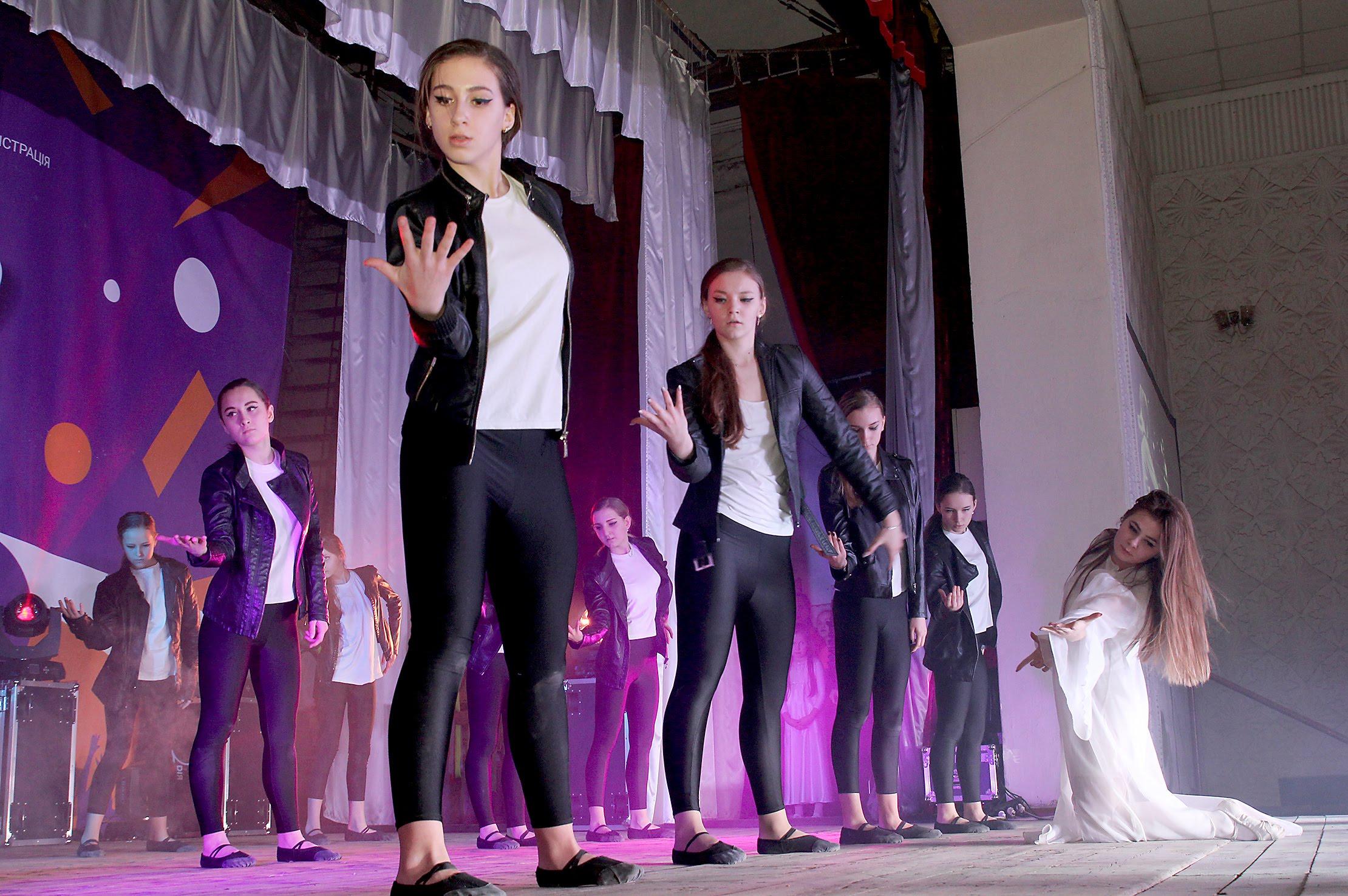 Філософський танець – від колективу з Покровського.