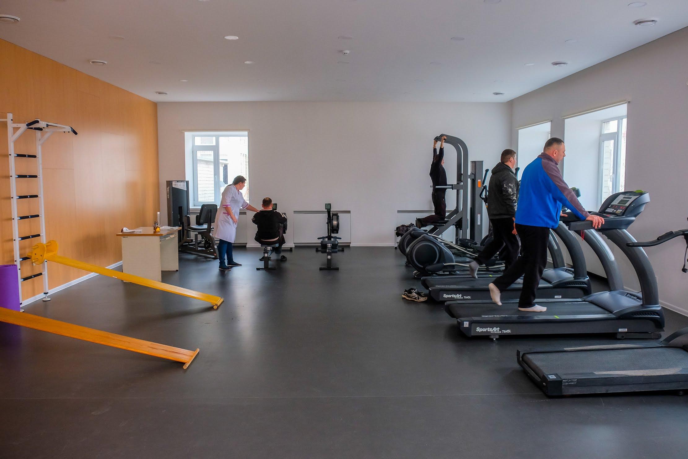 Завжди повно відвідувачів – у новеньких залах лікувальної фізкультури