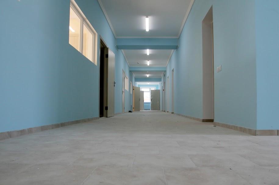 Всередині – затишні коридори,..