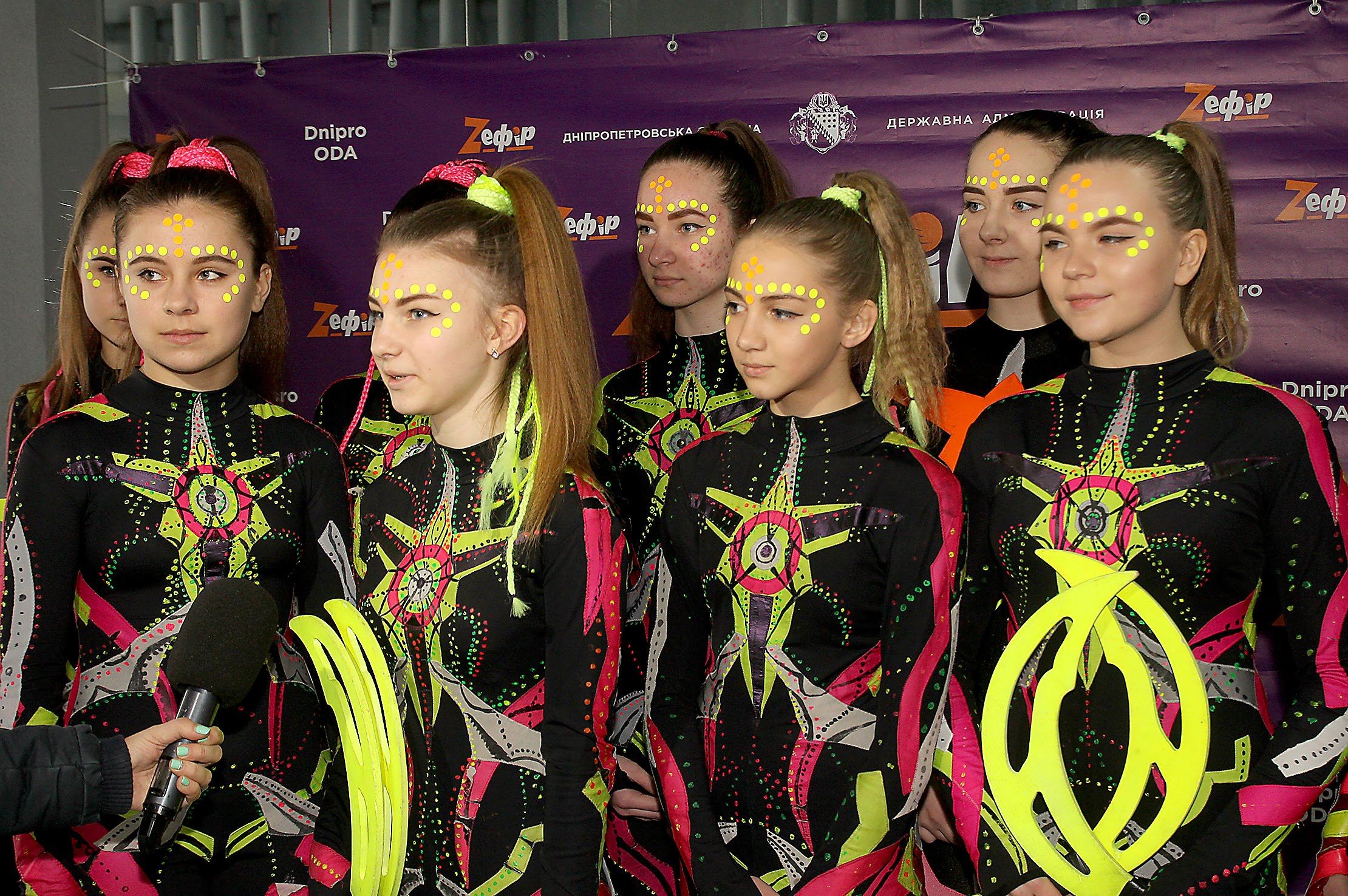 Вихованки естрадно-циркової студії «Melange Art» з Новомосковська
