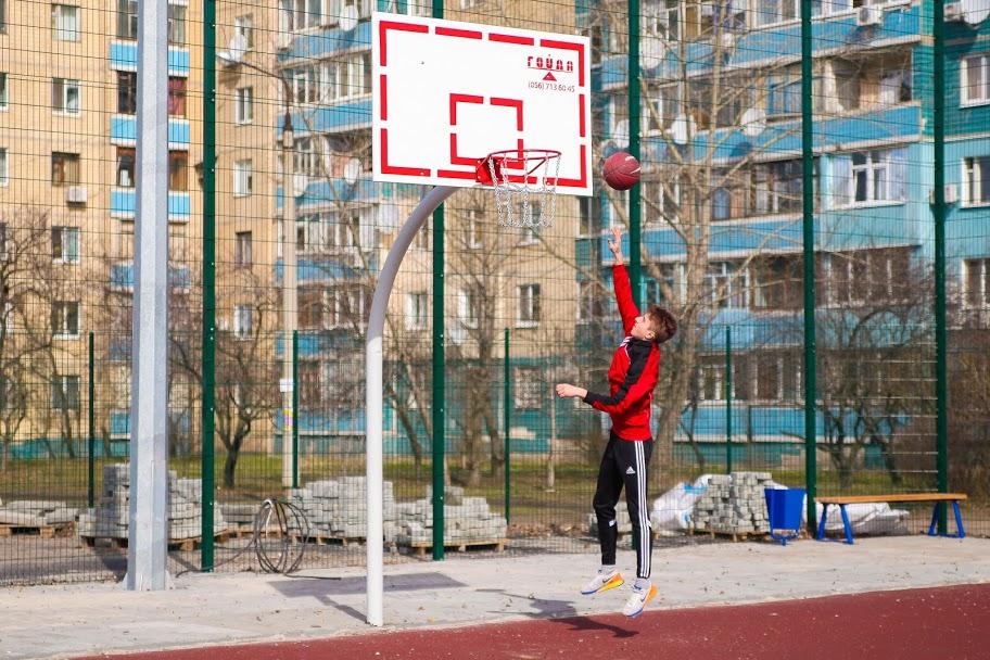 А ще – майданчик для баскетболу