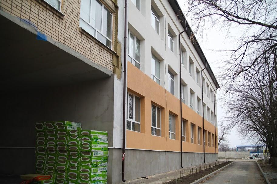 Дніпропетровська облдержадміністрація капітально ремонтує Васильківську опорну школу №1