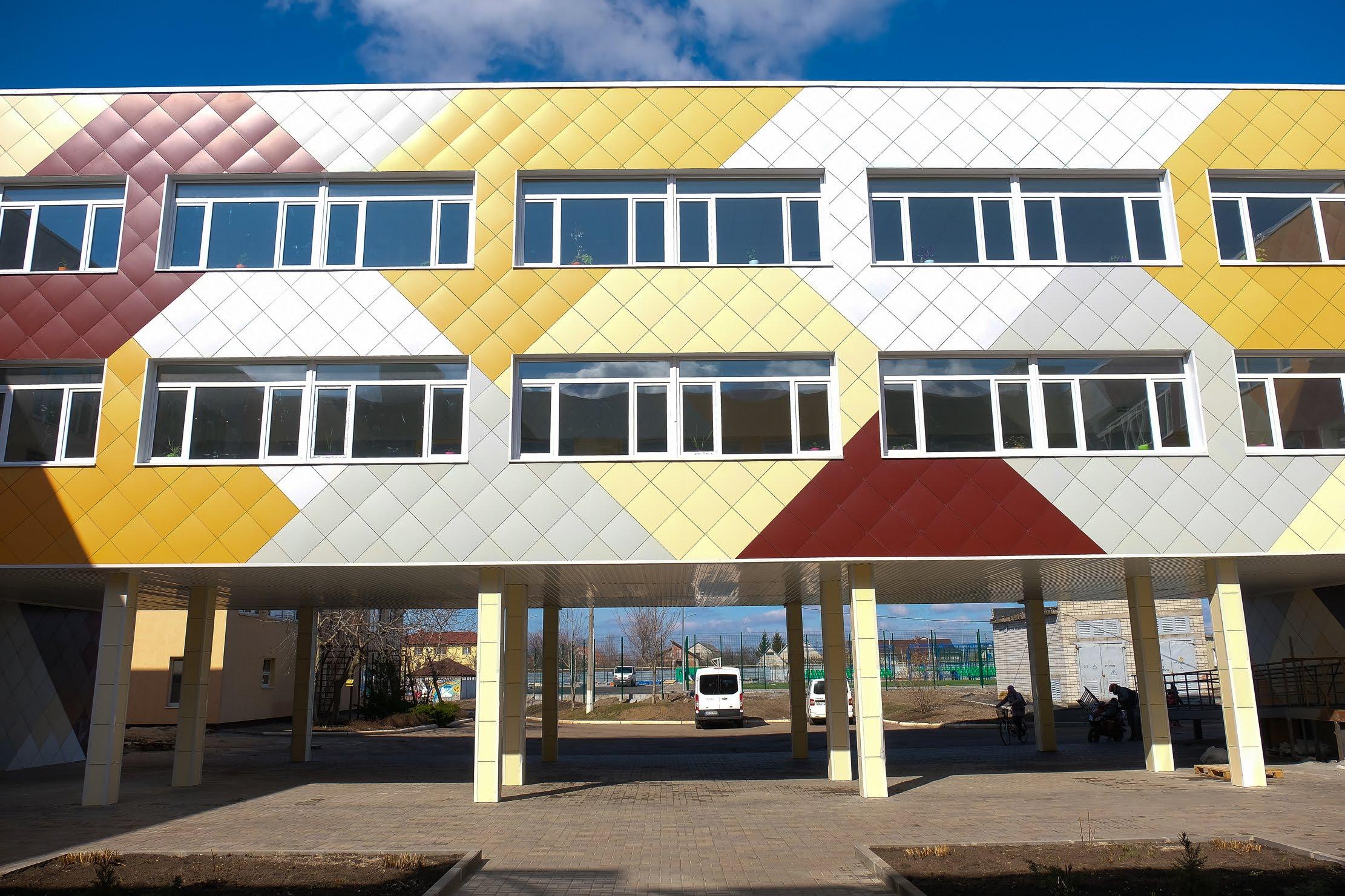 ...у нові барви вдягнулася школа №7.