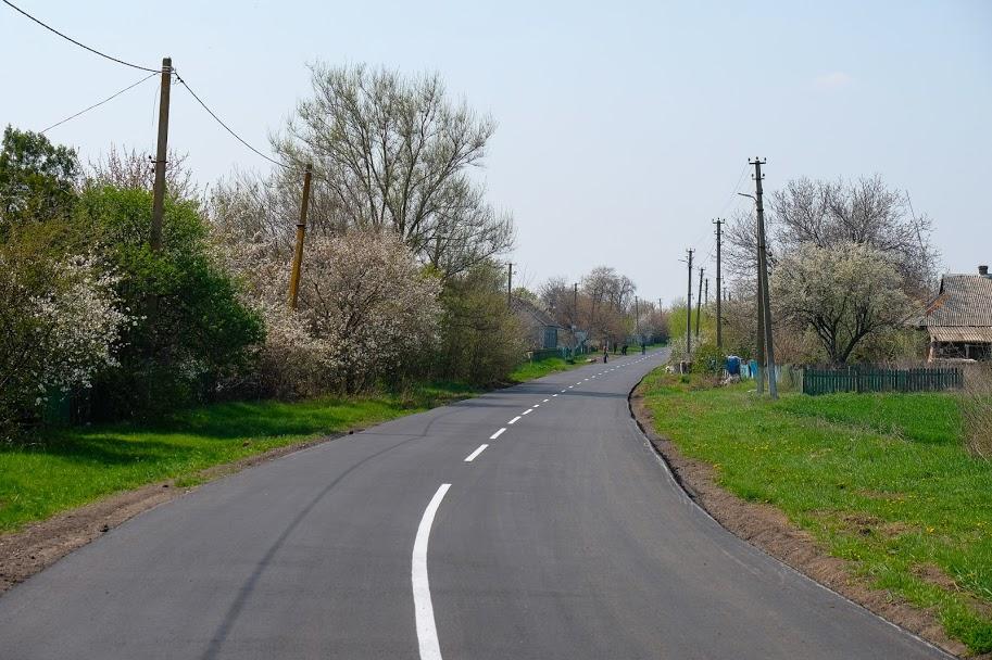 Дніпропетровська облдержадміністрація капітально відремонтувала дорогу Багате-Малозахарине у Солонянському районі