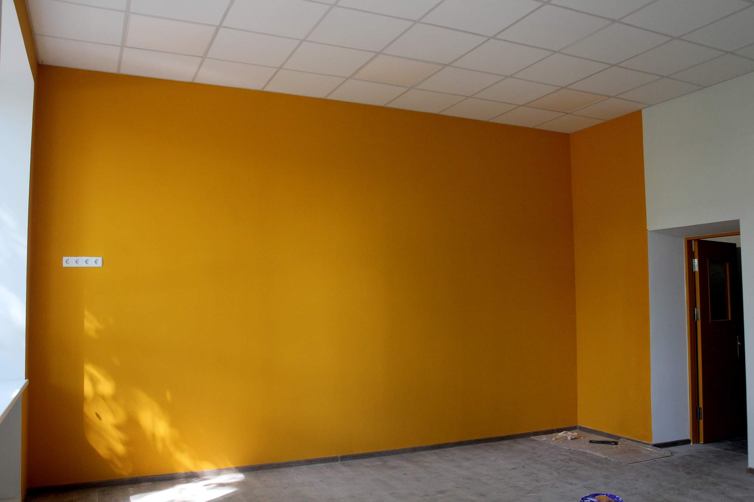 …інші кольори відрізнятимуть кабінети старшокласників.