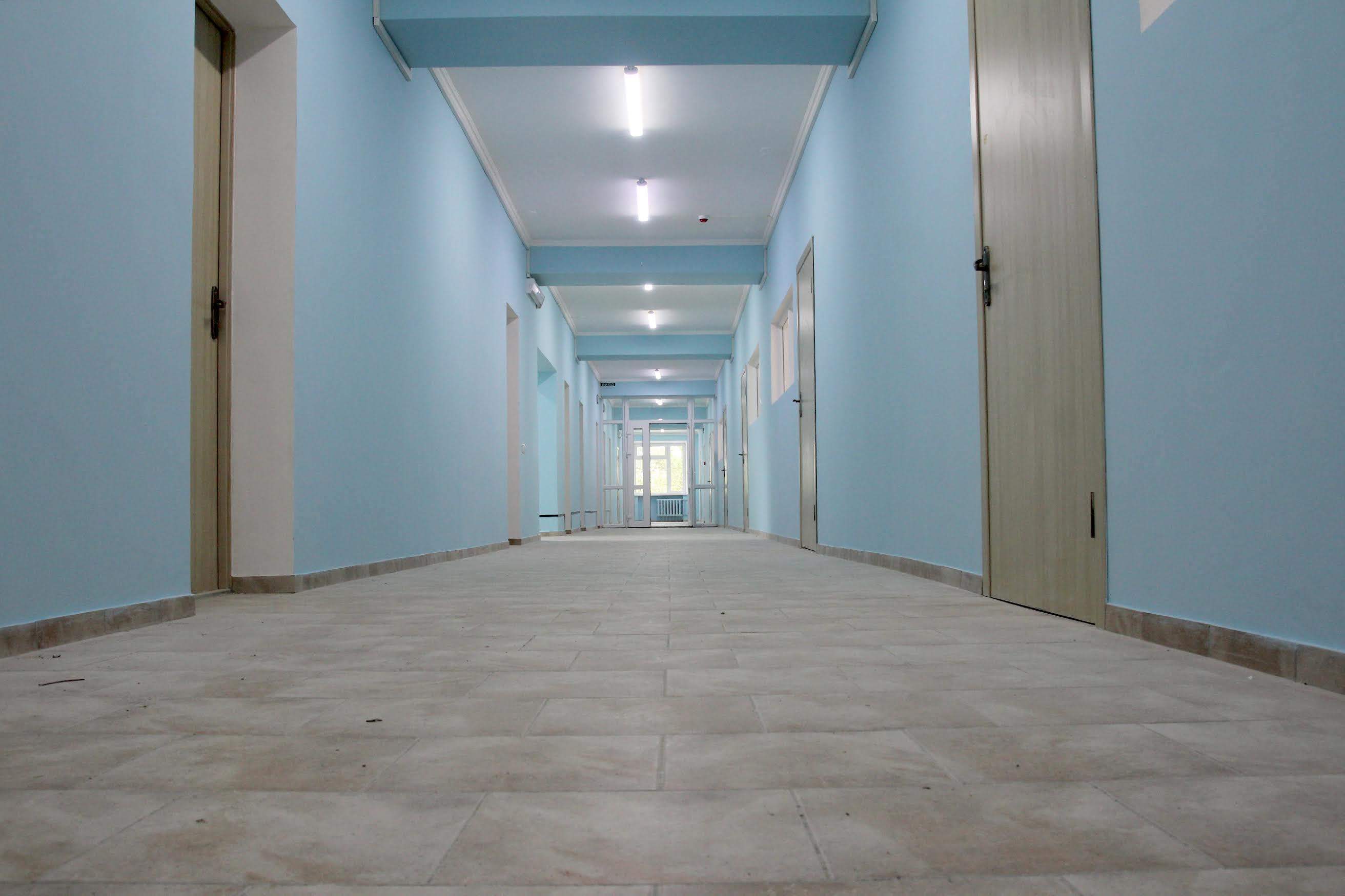 Підлогу облицювали плиткою.