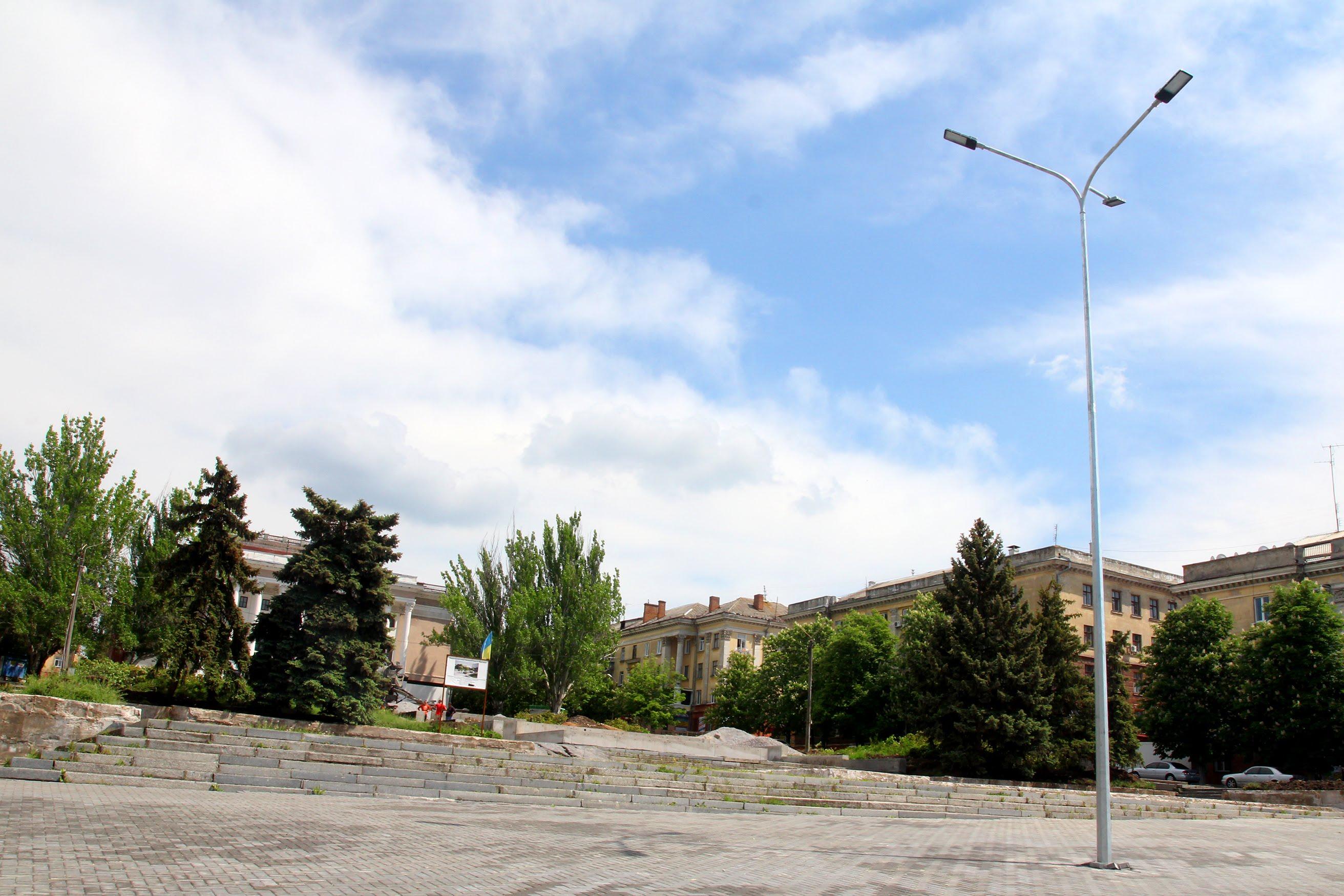 Площа – місце зустрічі тисяч городян.